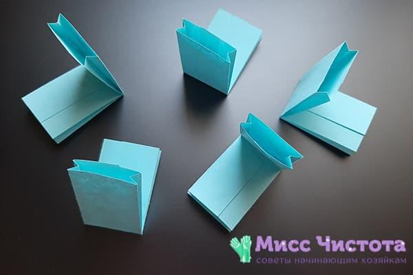Согнутые бумажные заготовки для снежинки