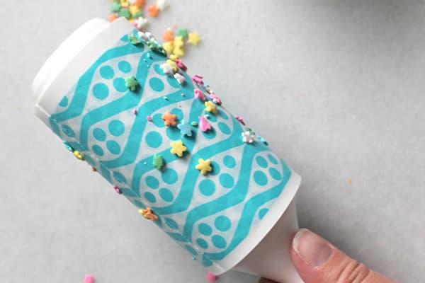Уборка конфетти липким валиком