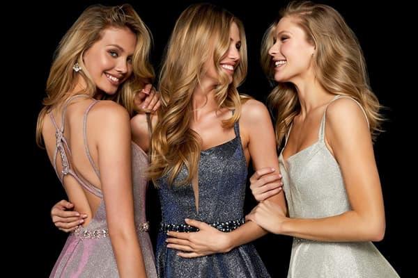 Девушки в новогодних платьях
