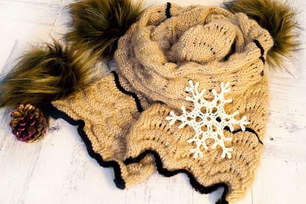 Снежинка на шерстяном шарфе