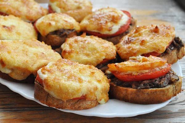 Горячие бутерброды с мясом и овощами