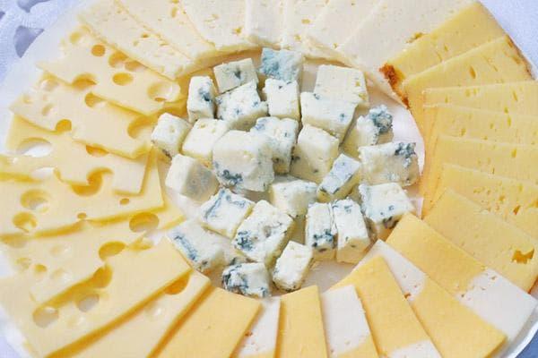 Сыр с голубой плесенью в составе сырной нарезки