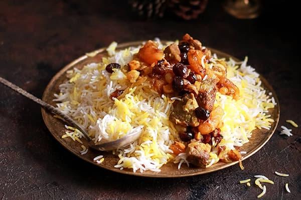 Рис с тушеным мясом и овощами