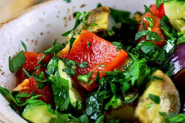 Салат с перцем, цукини и помидорами
