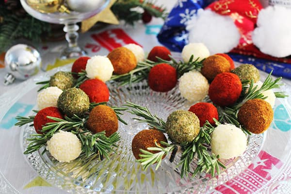 Новогодние закуски в виде шариков