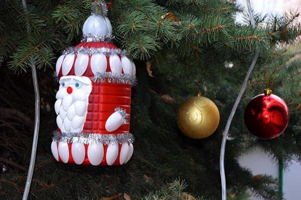 Дед мороз из пластиковой бутылки и ложек
