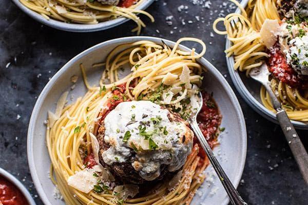 Спагетти с мясом и соусом