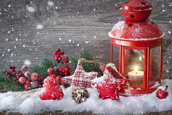 Новогодняя композиция с искусственным снегом