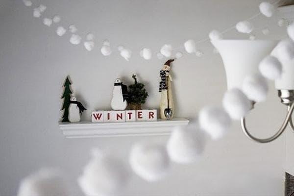 Снежки из ниток и ваты