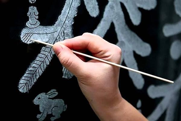 Рисование снежных узоров зубной пастой