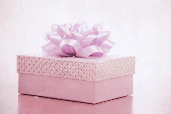 Подарочная коробка с пышным бантом