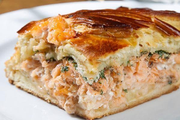 Рыбник с лососем и зеленью