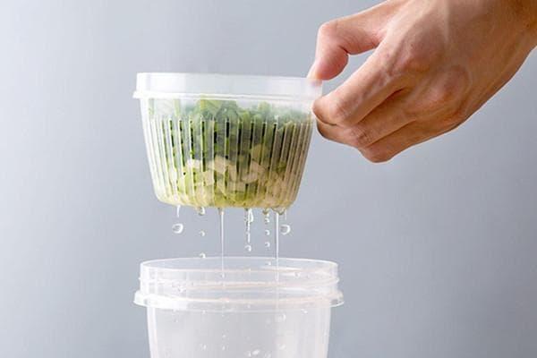 Промывание нарезанного зеленого лука