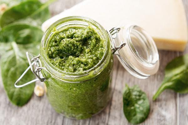 Паста из шпината и зеленого лука