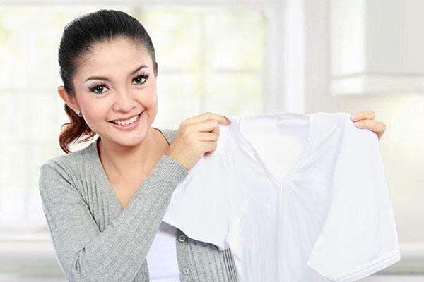 Девушка с белой блузкой