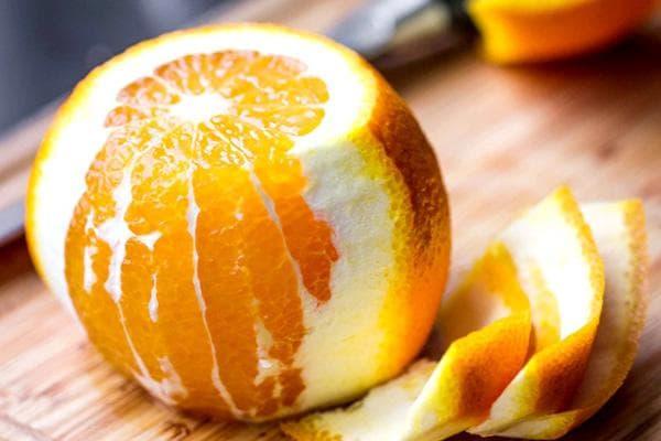 Чистка апельсина от кожуры