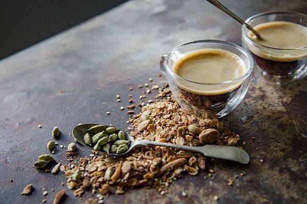 Кофе с кардамоном и орехами