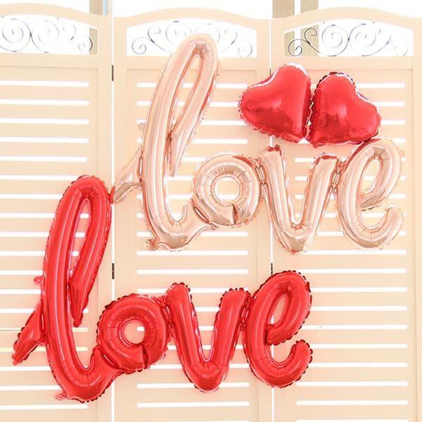 Надпись Love из воздушных шаров