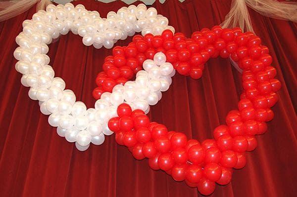 Два сердца из воздушных шаров