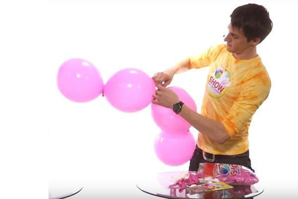 Мужчина делает цепочку из линколунов