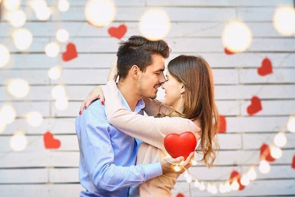 Пара отмечает День влюбленных