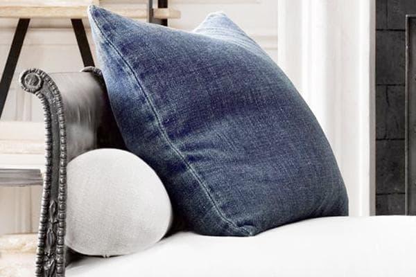 Декоративная подушка из старых джинсов