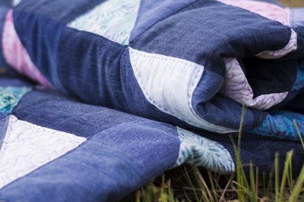 Покрывало из старых джинсов в стиле пэчорк