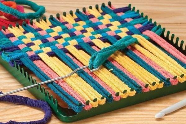 Плетение коврика на станке