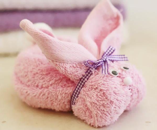 Зайка из полотенца