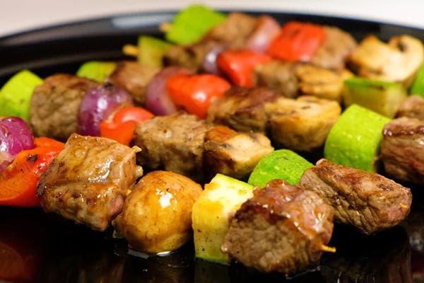 Шашлычки из говядины и овощей