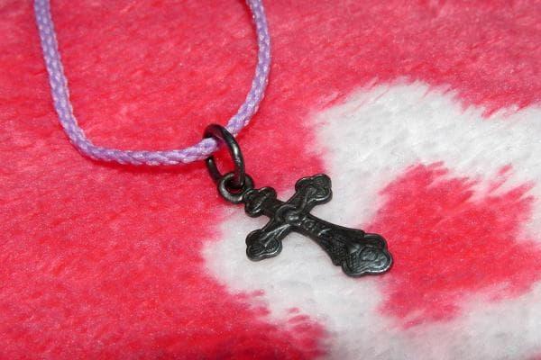 Почерневший серебряный крестик
