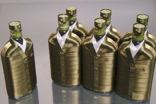 Бутылки, украшенные к 23 февраля