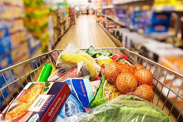 Закупка продуктов в гипермаркете