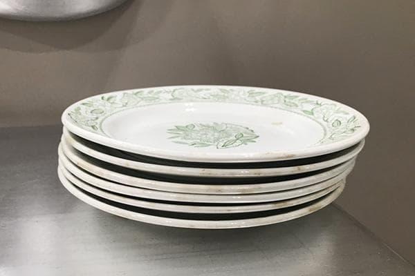 Старые тарелки