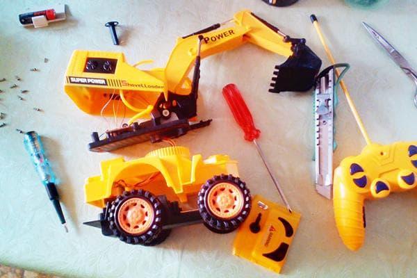 Сломанные детские игрушки