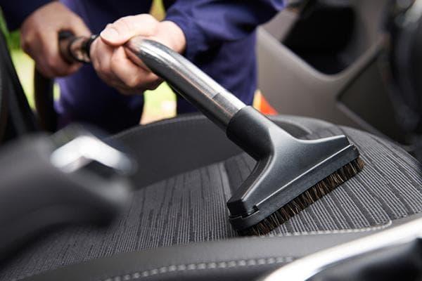 Чистка автомобиля пылесосом