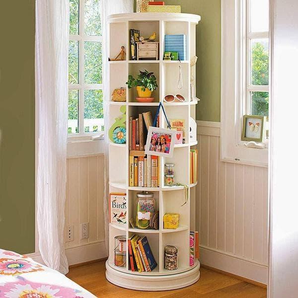 Вращающаяся этажерка для книг в детской