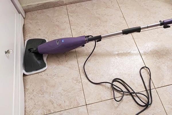 Мытье пола на кухне пароочистителем
