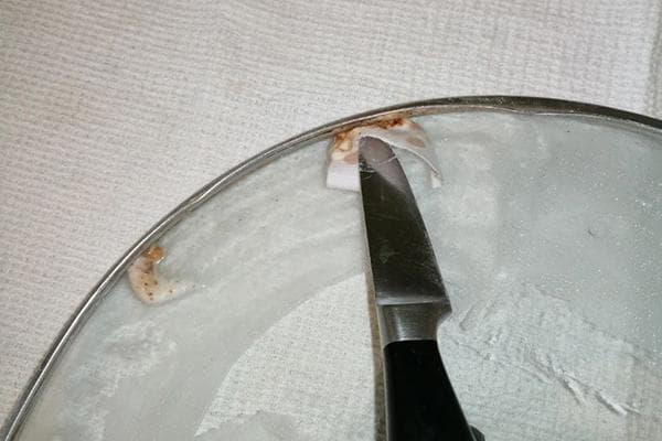 Удаление жира из-под ободка стеклянной крышки