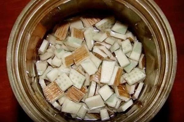 Приготовление клея из обрезков линолеума