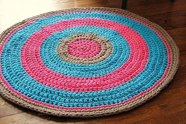 Круглый коврик, вязанный крючком
