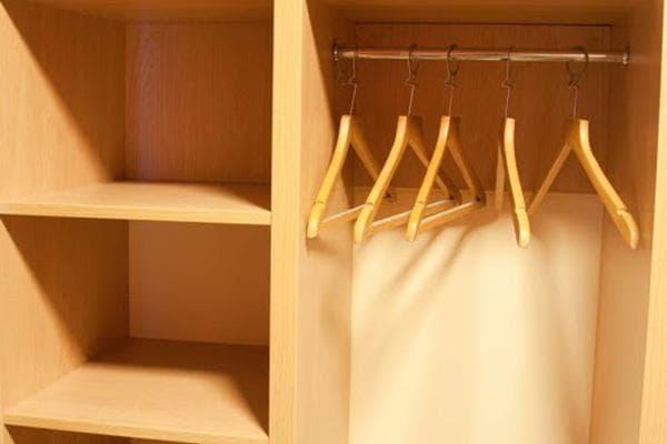 Пустой шкаф для одежды