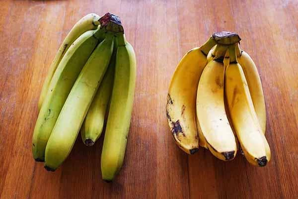 Зеленые и спелые бананы
