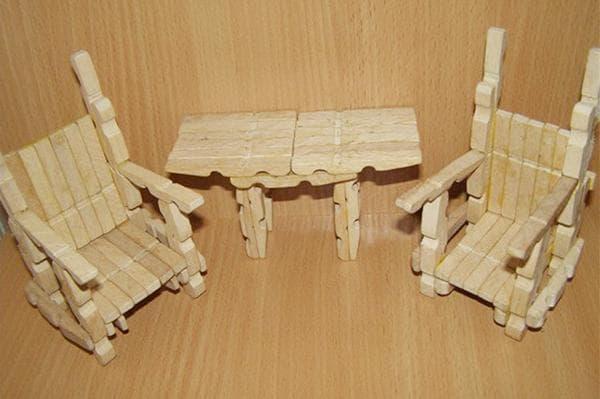 Игрушечная мебель из прищепок