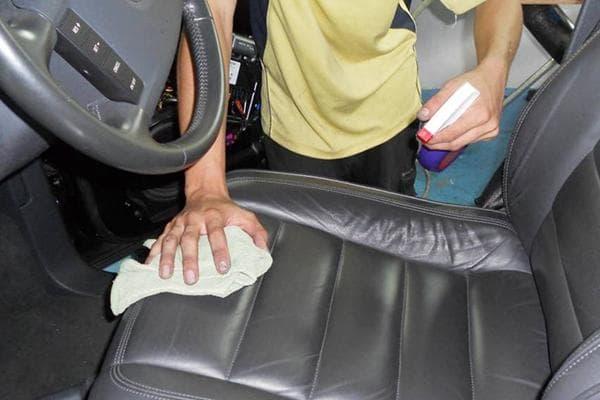 Дезинфекция сиденья автомобиля