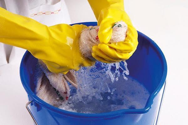 Раствор хлорки для дезинфекции поверхностей в доме