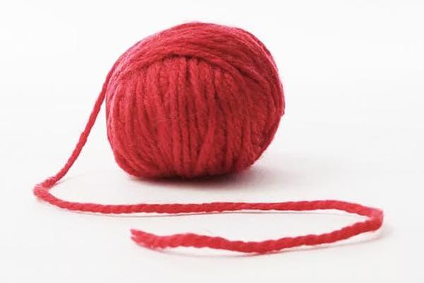 Красный шерстяной клубок