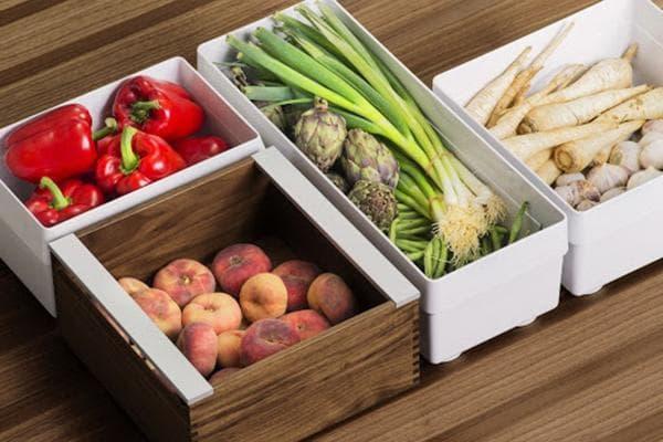 Контейнеры с овощами и фруктами