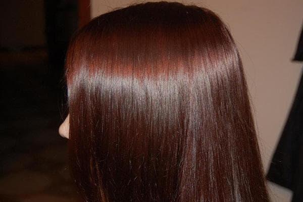Волосы, окрашенные луковой шелухой