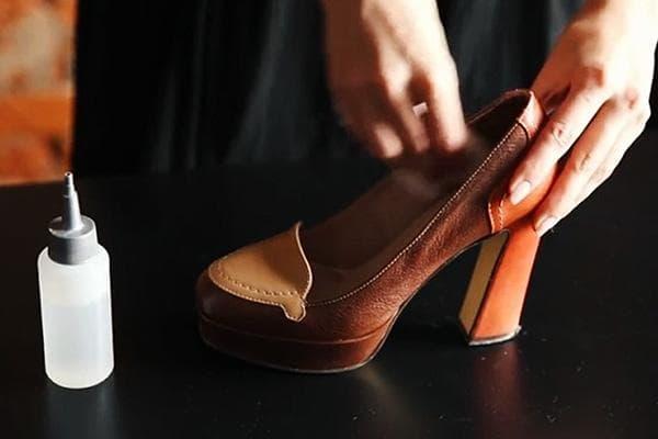 Обработка кожаных туфель против скрипа